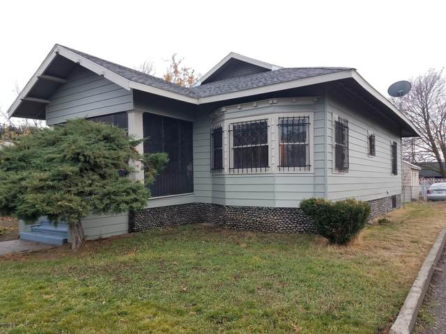 208 Lincoln Ave, Toppenish, WA 98948 (MLS #20-322) :: The Lanette Headley Home Group