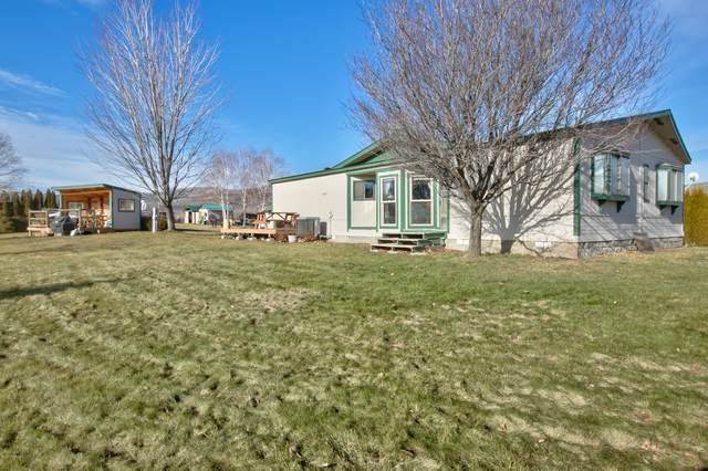241 Homestead Rd, Yakima, WA 98908 (MLS #20-353) :: The Lanette Headley Home Group