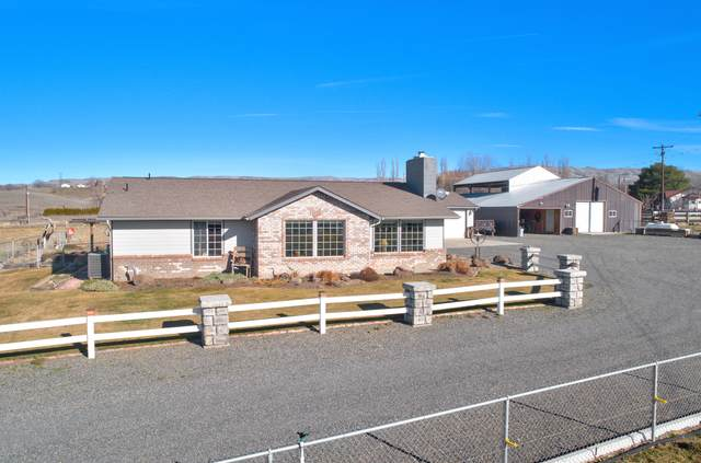 241 Critter Way, Moxee, WA 98936 (MLS #20-411) :: The Lanette Headley Home Group