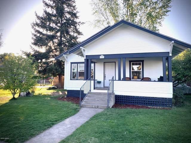 111 S Chestnut St, Toppenish, WA 98948 (MLS #20-976) :: Amy Maib - Yakima's Rescue Realtor
