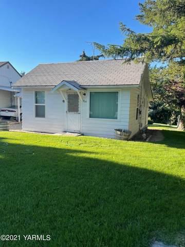 304 W Edison Ave, Sunnyside, WA 98944 (MLS #21-1269) :: Candy Lea Stump   Keller Williams Yakima Valley