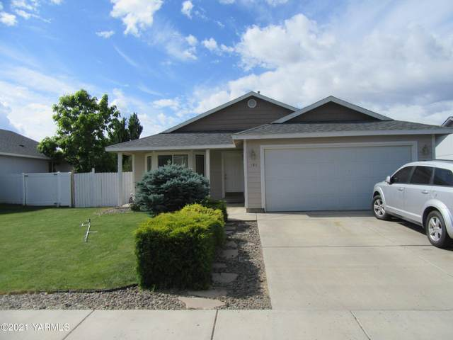 104 Rainier Ave, Moxee, WA 98936 (MLS #21-1391) :: Heritage Moultray Real Estate Services