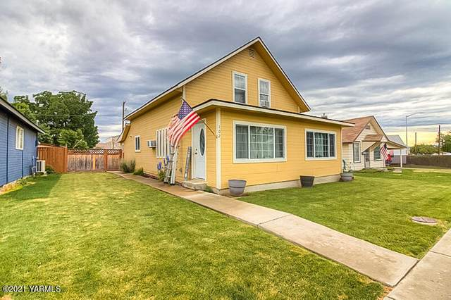 102 E Naches Ave, Moxee, WA 98936 (MLS #21-1415) :: Heritage Moultray Real Estate Services