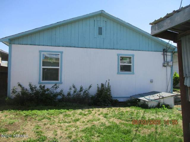 808 N 26th Ave, Yakima, WA 98902 (MLS #21-142) :: Heritage Moultray Real Estate Services