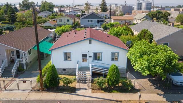 117 W C St, Wapato, WA 98951 (MLS #21-1476) :: Candy Lea Stump | Keller Williams Yakima Valley