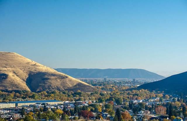 608 Vista Del Sol #17, Selah, WA 98942 (MLS #21-1609) :: Heritage Moultray Real Estate Services