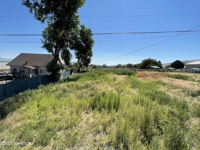 2507 S 10th Ave, Yakima, WA 98903 (MLS #21-1645) :: Heritage Moultray Real Estate Services