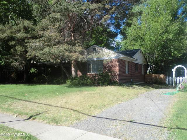 316 N 24th Ave, Yakima, WA 98902 (MLS #21-1679) :: Heritage Moultray Real Estate Services