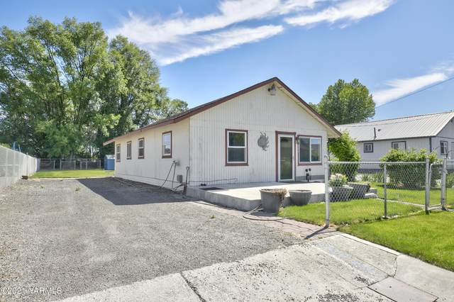 802 Washington Ave, Toppenish, WA 98948 (MLS #21-1785) :: Amy Maib - Yakima's Rescue Realtor