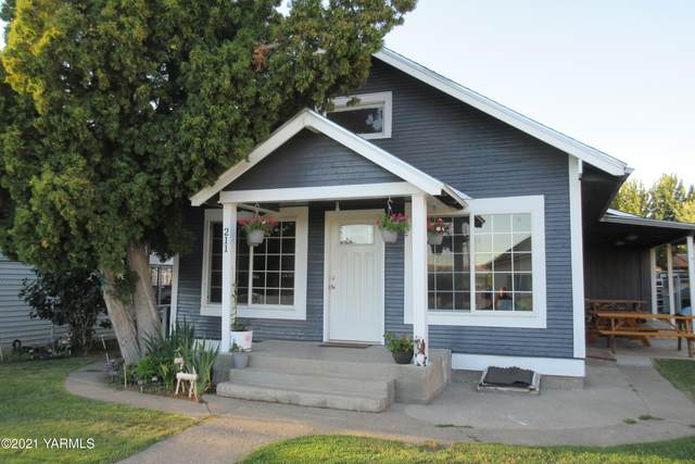 211 E Naches Ave, Moxee, WA 98936 (MLS #21-1821) :: Heritage Moultray Real Estate Services