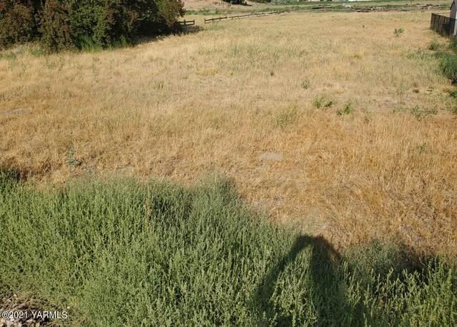 NNA S 80th Ave #5, Yakima, WA 98908 (MLS #21-1897) :: Candy Lea Stump | Keller Williams Yakima Valley