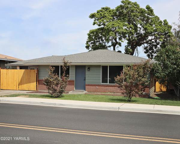 107 S 3rd St, Selah, WA 98942 (MLS #21-1905) :: Heritage Moultray Real Estate Services