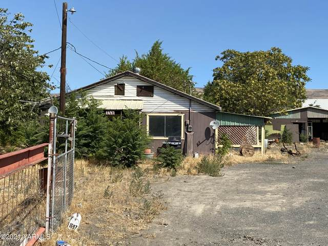 1697 E Maple St, Yakima, WA 98901 (MLS #21-2057) :: Heritage Moultray Real Estate Services