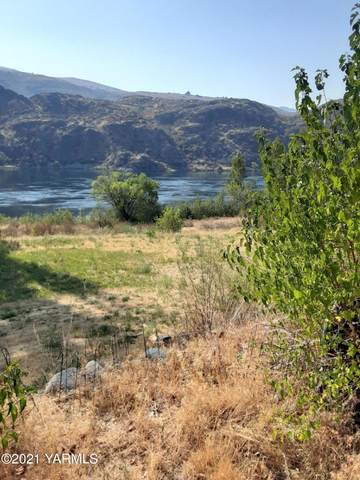 24888 Us-97 Hwy, Chelan, WA 98816 (MLS #21-2172) :: Heritage Moultray Real Estate Services