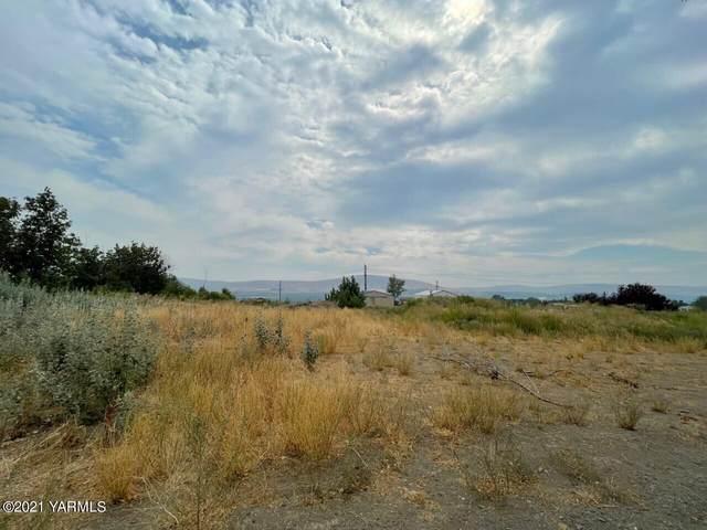 221 Windy Ridge Ln, Moxee, WA 98936 (MLS #21-2215) :: Amy Maib - Yakima's Rescue Realtor