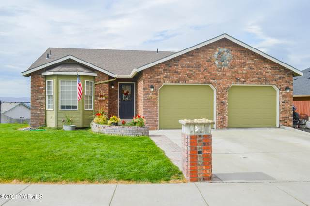 4960 Pear Butte Dr, Yakima, WA 98901 (MLS #21-2469) :: Heritage Moultray Real Estate Services