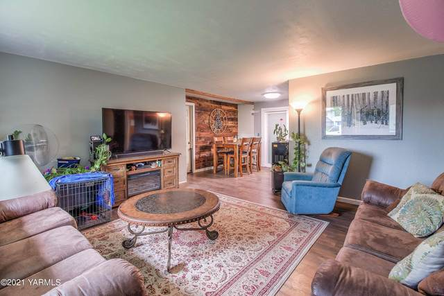 708 Daugherty Pl, Selah, WA 98942 (MLS #21-2482) :: Heritage Moultray Real Estate Services
