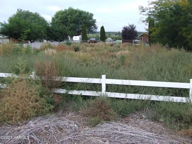 N.K.A. S Tieton Rd, Tieton, WA 98947 (MLS #21-2489) :: Amy Maib - Yakima's Rescue Realtor