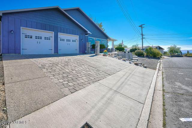 4230 Mountainview Ave, Yakima, WA 98901 (MLS #21-2527) :: Heritage Moultray Real Estate Services