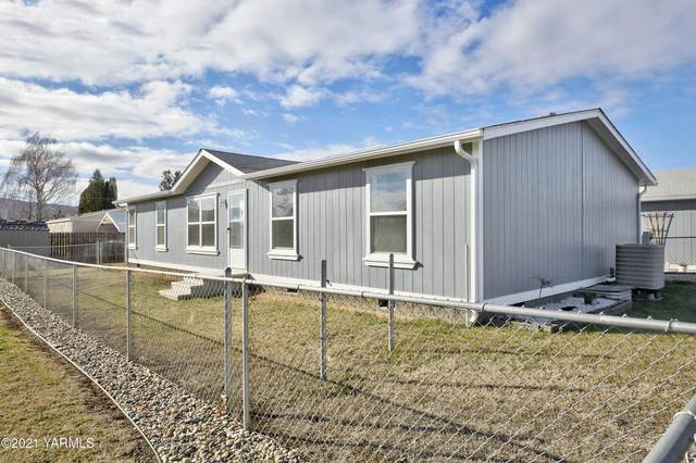 6004 Crestfields Rd, Yakima, WA 98903 (MLS #21-282) :: Heritage Moultray Real Estate Services
