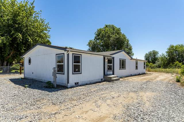 288 Buena Loop Rd, Zillah, WA 98953 (MLS #21-2848) :: Heritage Moultray Real Estate Services