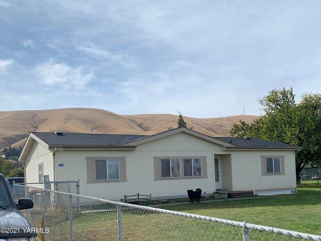 4308 Thorp Rd, Moxee, WA 98936 (MLS #21-314) :: Heritage Moultray Real Estate Services