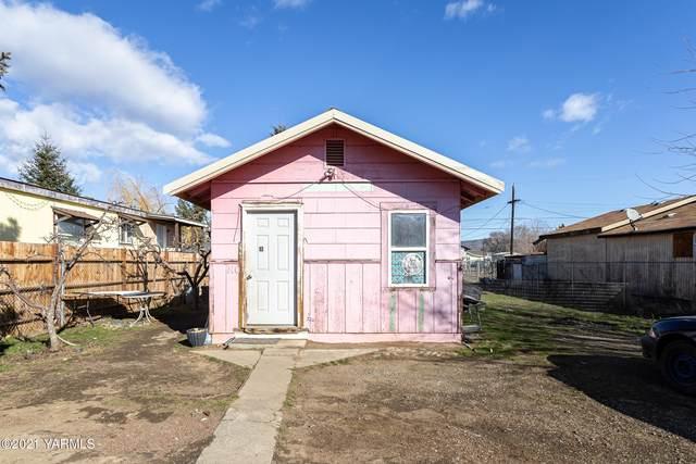 110 W B St, Wapato, WA 98951 (MLS #21-398) :: Amy Maib - Yakima's Rescue Realtor