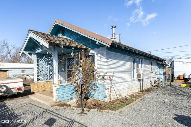 110 E Elizabeth St, Wapato, WA 98951 (MLS #21-400) :: Amy Maib - Yakima's Rescue Realtor