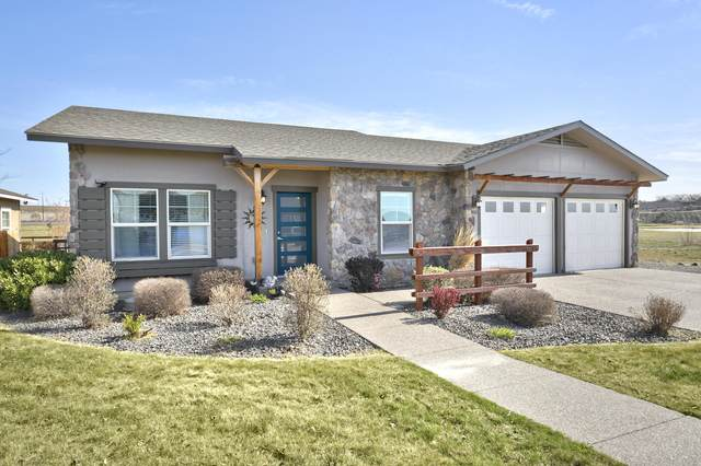 9003 Vialago Pky, Zillah, WA 98953 (MLS #21-669) :: Heritage Moultray Real Estate Services