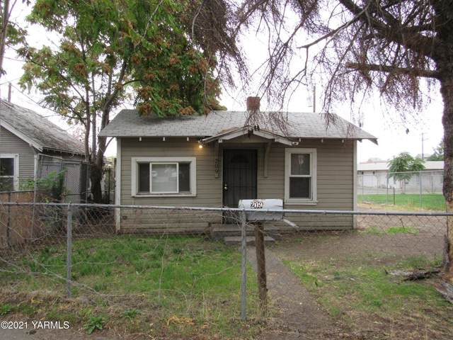 209 N Pierce Ave, Yakima, WA 98902 (MLS #21-893) :: Heritage Moultray Real Estate Services