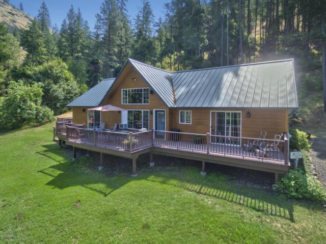 136 Flying H Lp, Naches, WA 98937 (MLS #17-2149) :: Heritage Moultray Real Estate Services