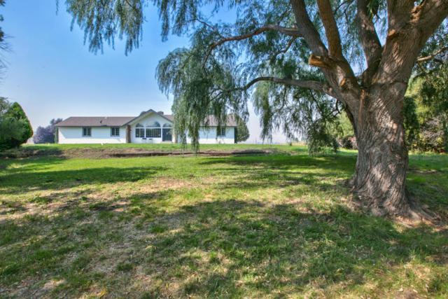 832 Fletcher Ln, Selah, WA 98942 (MLS #17-2317) :: Heritage Moultray Real Estate Services