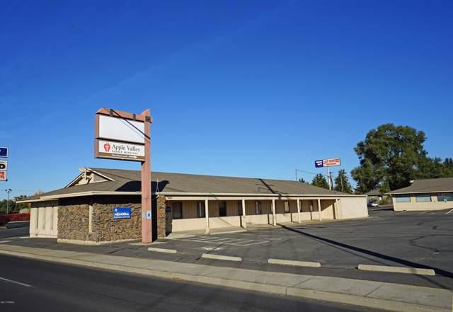 3803 W Nob Hill Blvd, Yakima, WA 98902 (MLS #17-2712) :: Joanne Melton Real Estate Team