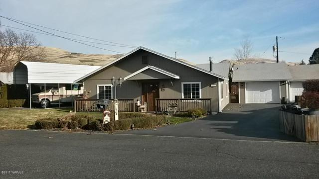 803 Lynn Pl, Yakima, WA 98901 (MLS #17-2927) :: Heritage Moultray Real Estate Services