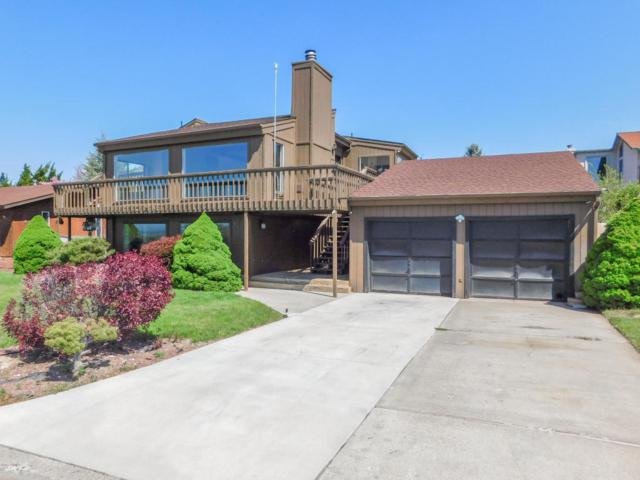 5107 N Sky Vista Ave, Yakima, WA 98901 (MLS #18-1030) :: Heritage Moultray Real Estate Services