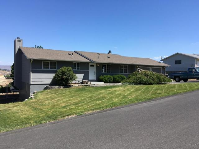 903 Ridgeview Ave, Selah, WA 98942 (MLS #18-1236) :: Heritage Moultray Real Estate Services