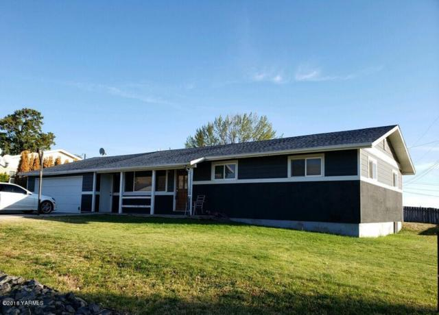 4302 Mountainview Ave, Yakima, WA 98901 (MLS #18-2538) :: Heritage Moultray Real Estate Services