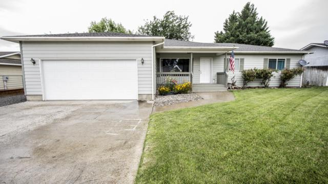 1813 Young St, Grandview, WA 98930 (MLS #19-1386) :: Heritage Moultray Real Estate Services