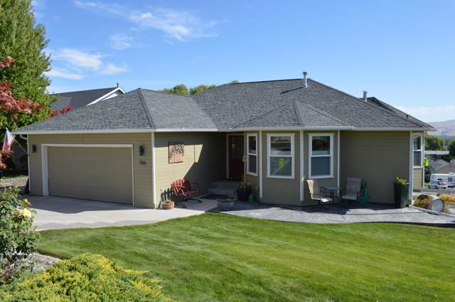 706 Terry Ln, Selah, WA 98942 (MLS #19-2202) :: Heritage Moultray Real Estate Services