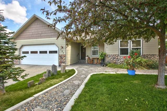 107 Highland Ct, Selah, WA 98942 (MLS #19-2376) :: Heritage Moultray Real Estate Services