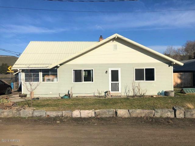 11 Basalt Way, Yakima, WA 98908 (MLS #19-452) :: Heritage Moultray Real Estate Services