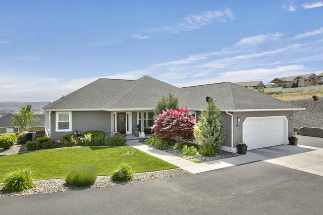 221 Heritage Hills Dr, Selah, WA 98942 (MLS #20-1025) :: Heritage Moultray Real Estate Services