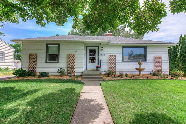 917 S 31st Ave, Yakima, WA 98902 (MLS #20-1193) :: Heritage Moultray Real Estate Services