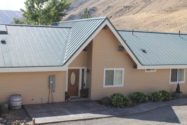 13801 Old Naches Hwy, Naches, WA 98937 (MLS #20-1642) :: Amy Maib - Yakima's Rescue Realtor