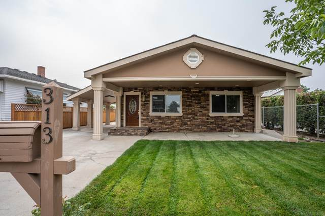 313 W 2nd St, Wapato, WA 98951 (MLS #20-2026) :: Heritage Moultray Real Estate Services