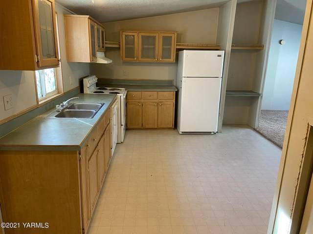 812 Washington St, Tieton, WA 98947 (MLS #20-2744) :: Heritage Moultray Real Estate Services