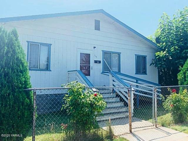 117 W C St, Wapato, WA 98951 (MLS #20-492) :: Heritage Moultray Real Estate Services