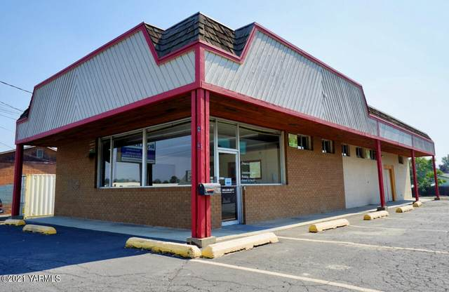 2904 W Nob Hill Blvd, Yakima, WA 98901 (MLS #21-2362) :: Heritage Moultray Real Estate Services