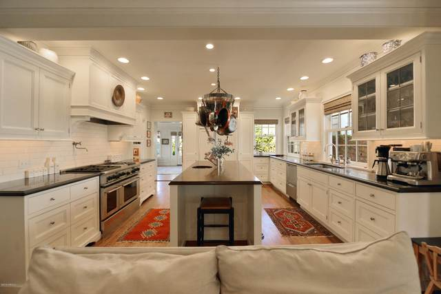 1909 W Chestnut Ave, Yakima, WA 98902 (MLS #20-1135) :: Joanne Melton Real Estate Team