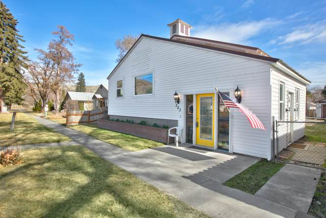 303 Tieton Ave, Naches, WA 98937 (MLS #20-398) :: The Lanette Headley Home Group